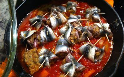 Sardines stuffed and cooked in sauce